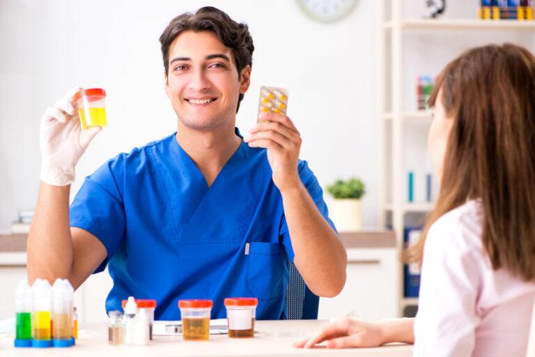 Pipì gialla: prendi troppe vitamine?