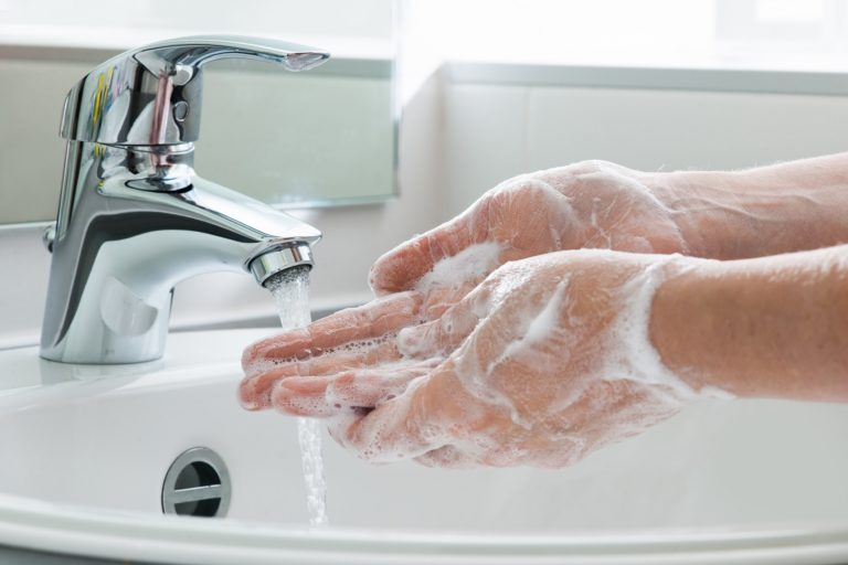 Lavarsi le MANI?! Che razza di consiglio è?